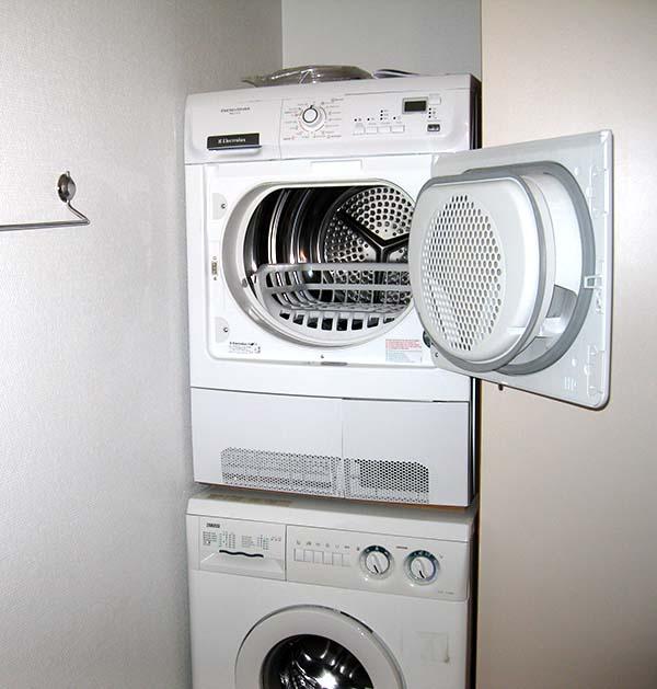 vaskemaskine og tørretumbler i en