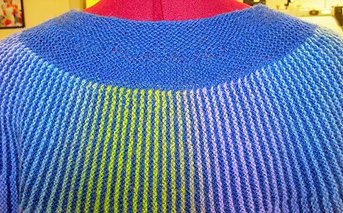 blå vendestrik cardigan  nakke